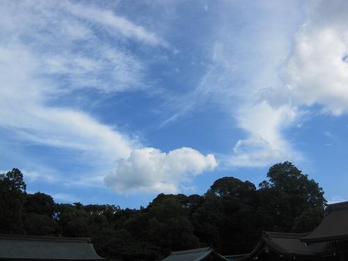 秋天晴れて秋風吹く、橿原神宮の上
